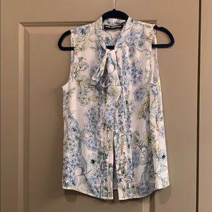 Sleeveless floral blouse M